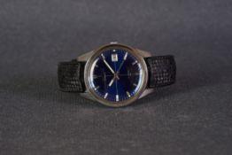 GENTLEMENS SEIKO AUTOMATIC DATE WRISTWATCH, circular navy sector dial with silver hour markers and