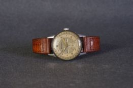GENTLEMENS MOVADO TRIPLE CALENDAR DATE WRISTWATCH CIRCA 1950s, circular triple tone dial with