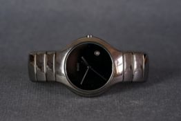GENTLEMENS RADO DIASTAR DATE WRISTWATCH, circular black dial with a date window and hands, 40mm