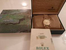 GENTS 18ct GOLD ROLEX OYSTER PERPETUAL DAY DATE WRIST WATCH WITH BOX AND PAPER WORK