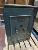 MIDLAND SAFE COMPANY LARGE SAFE WITH KEY. PALLETISED