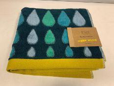 30 X BRAND NEW BOXED DONNA WILSON RAIN DROPS MULTI GREEN HAND TOWELS 50 X 90CM RRP £14 EACH