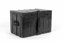 Caja de caudales en hierro con asas del siglo XVIII.Caja de caudales en hierro con asas del sig