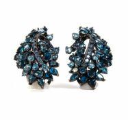 Pendientes de plata pavonada, zafiros y topacios azulesPendientes de plata pavonada, zafiros y