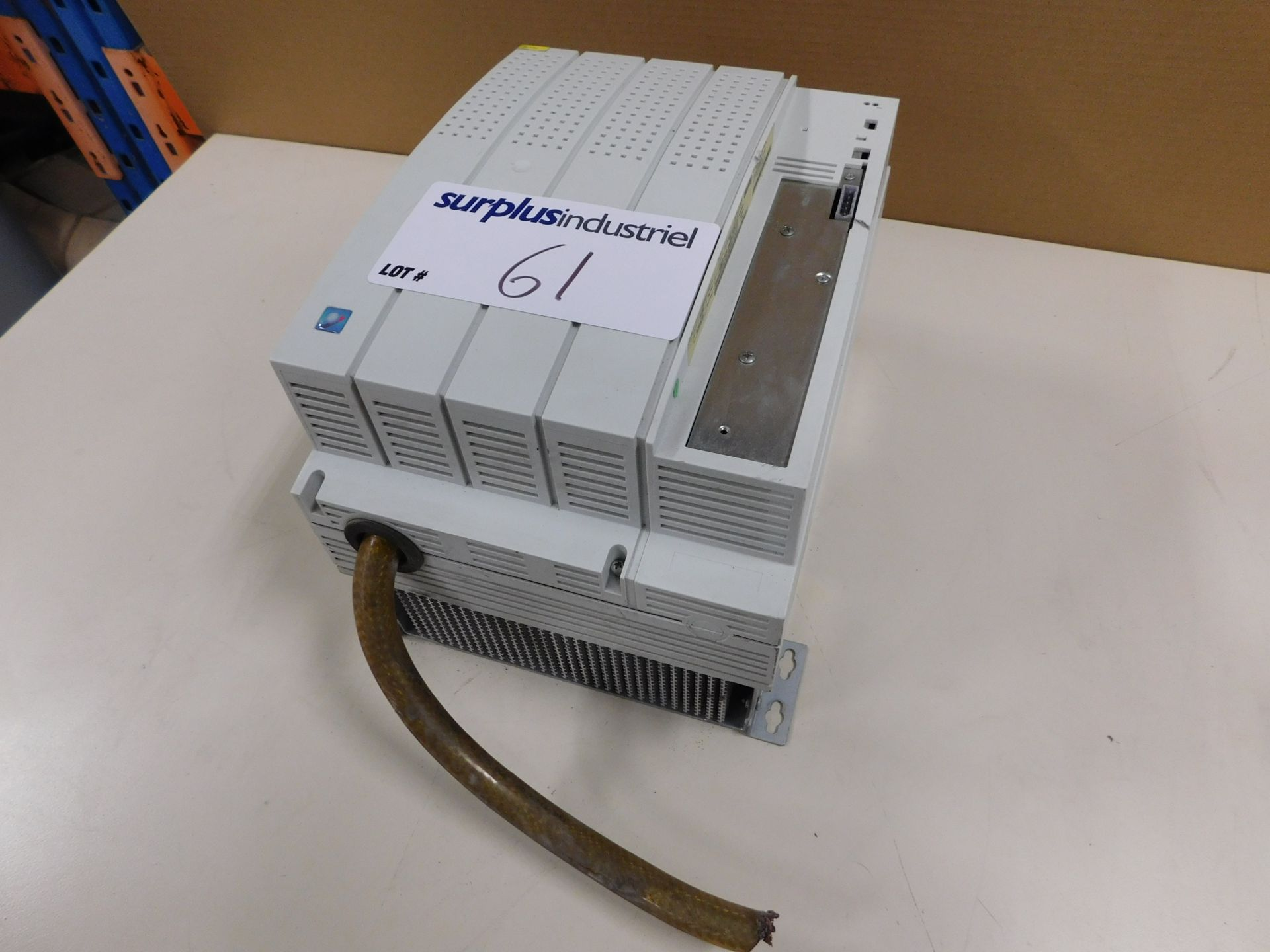 Lot 61 - LENZE EMB9343-E SERVO-INVERTER