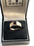 14ct Gold garnet ring, ring size approx j weight approx 2.3g