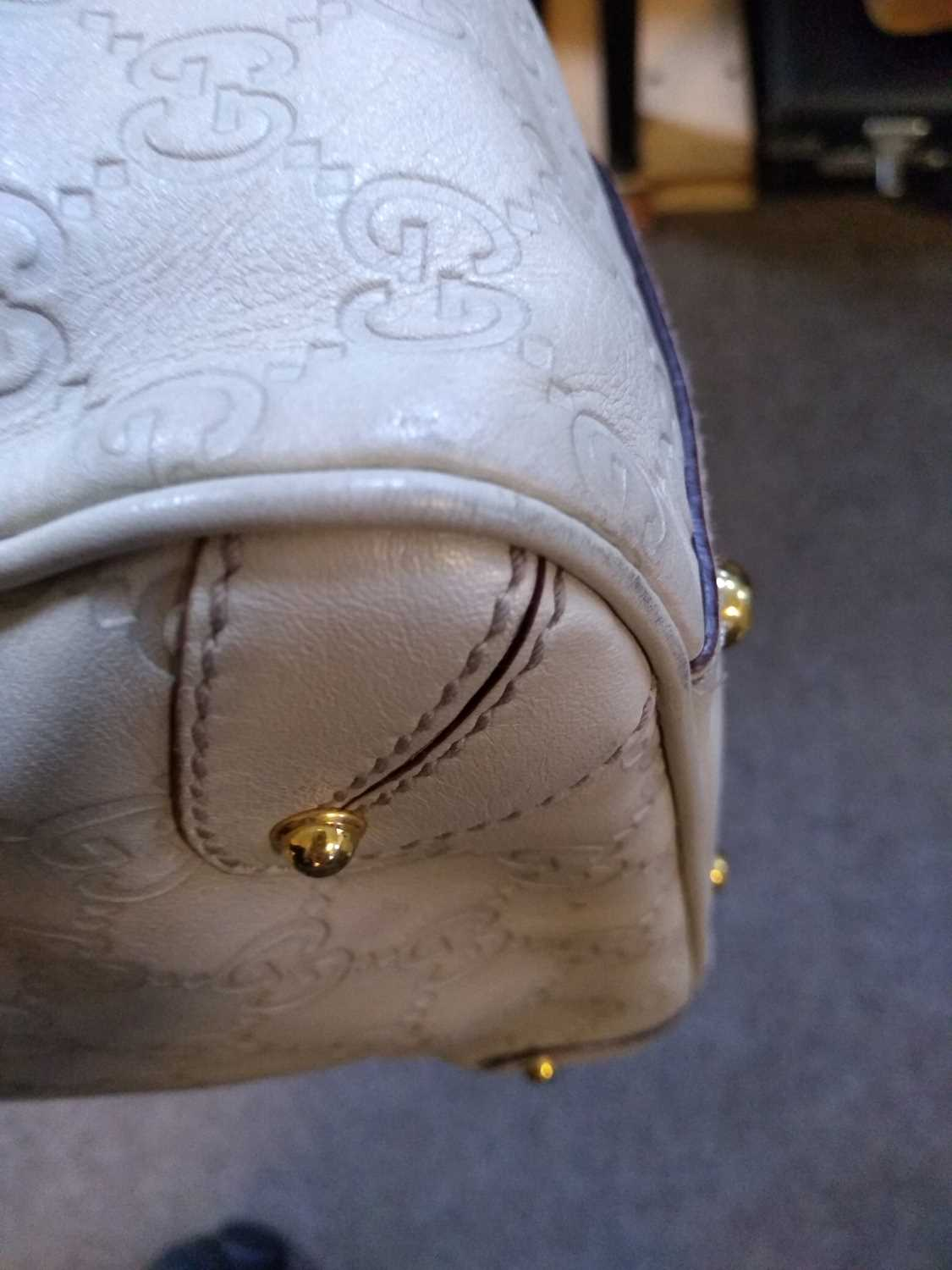 A Gucci ivory leather bucket bag - Image 6 of 7