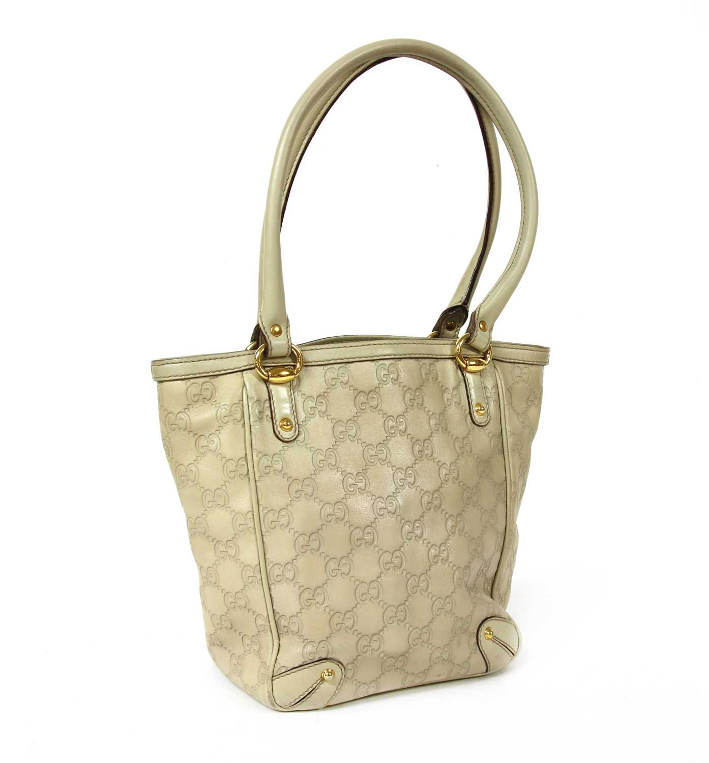 A Gucci ivory leather bucket bag