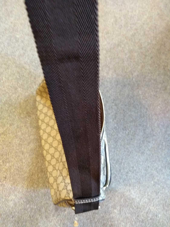 A Gucci beige coated canvas shoulder bag - Image 5 of 7