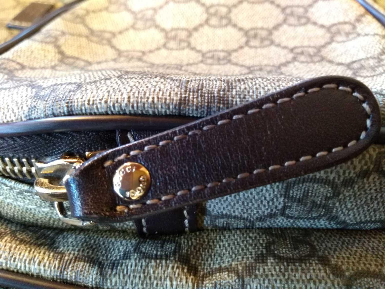 A Gucci beige coated canvas shoulder bag - Image 3 of 7