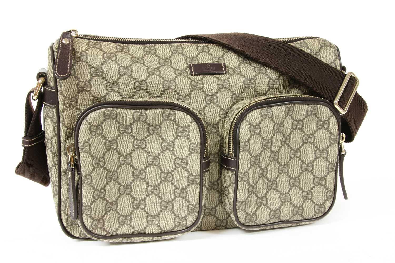 A Gucci beige coated canvas shoulder bag