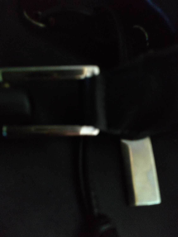 A Gucci black leather shoulder bag - Image 3 of 7