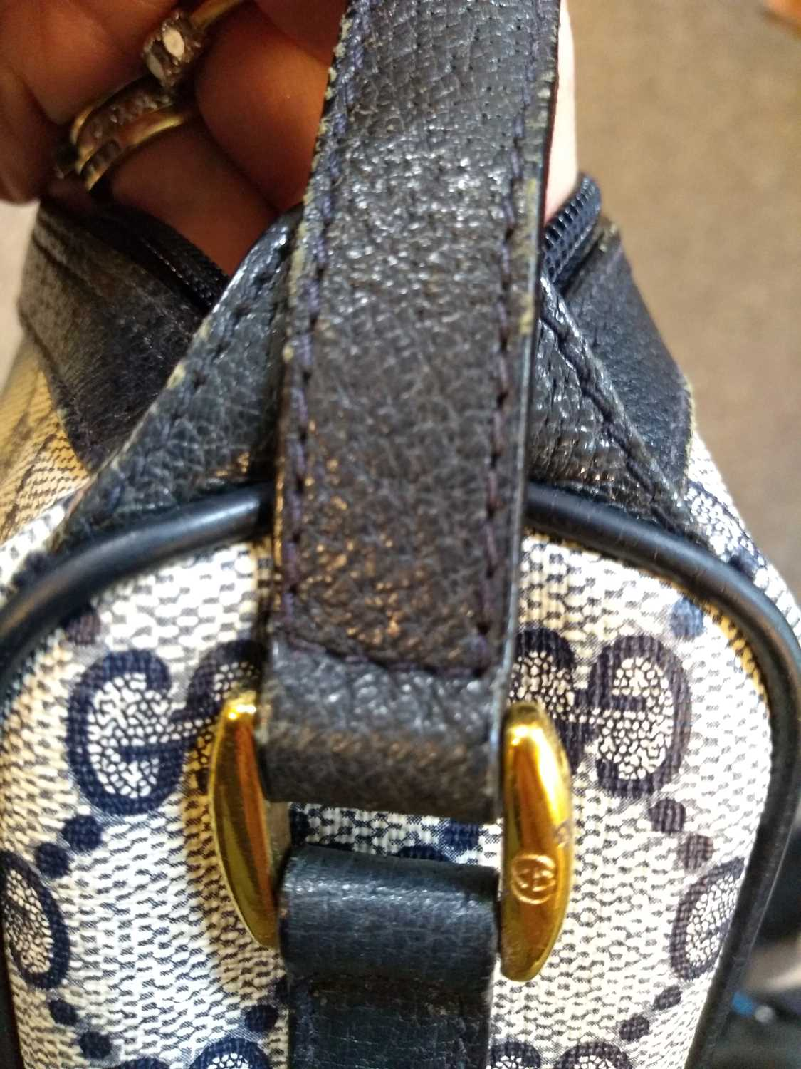 A Gucci Accessory Collection beige coated canvas and blue leather zip shoulder bag - Image 3 of 7