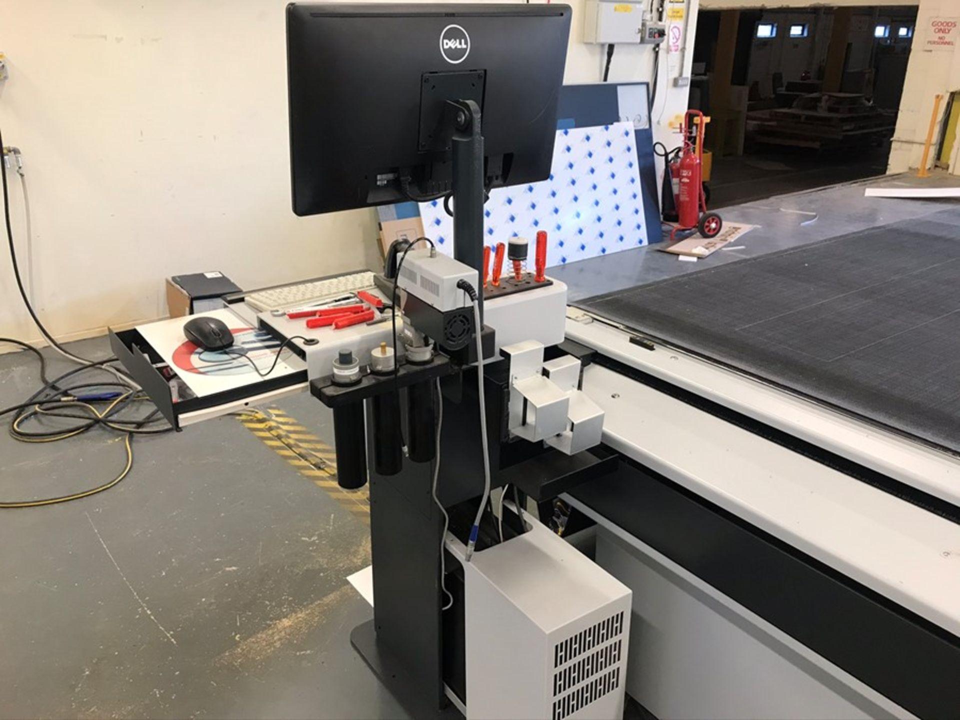 Zund G3 3XL-3200CV digital cutter (2014) - Image 11 of 37