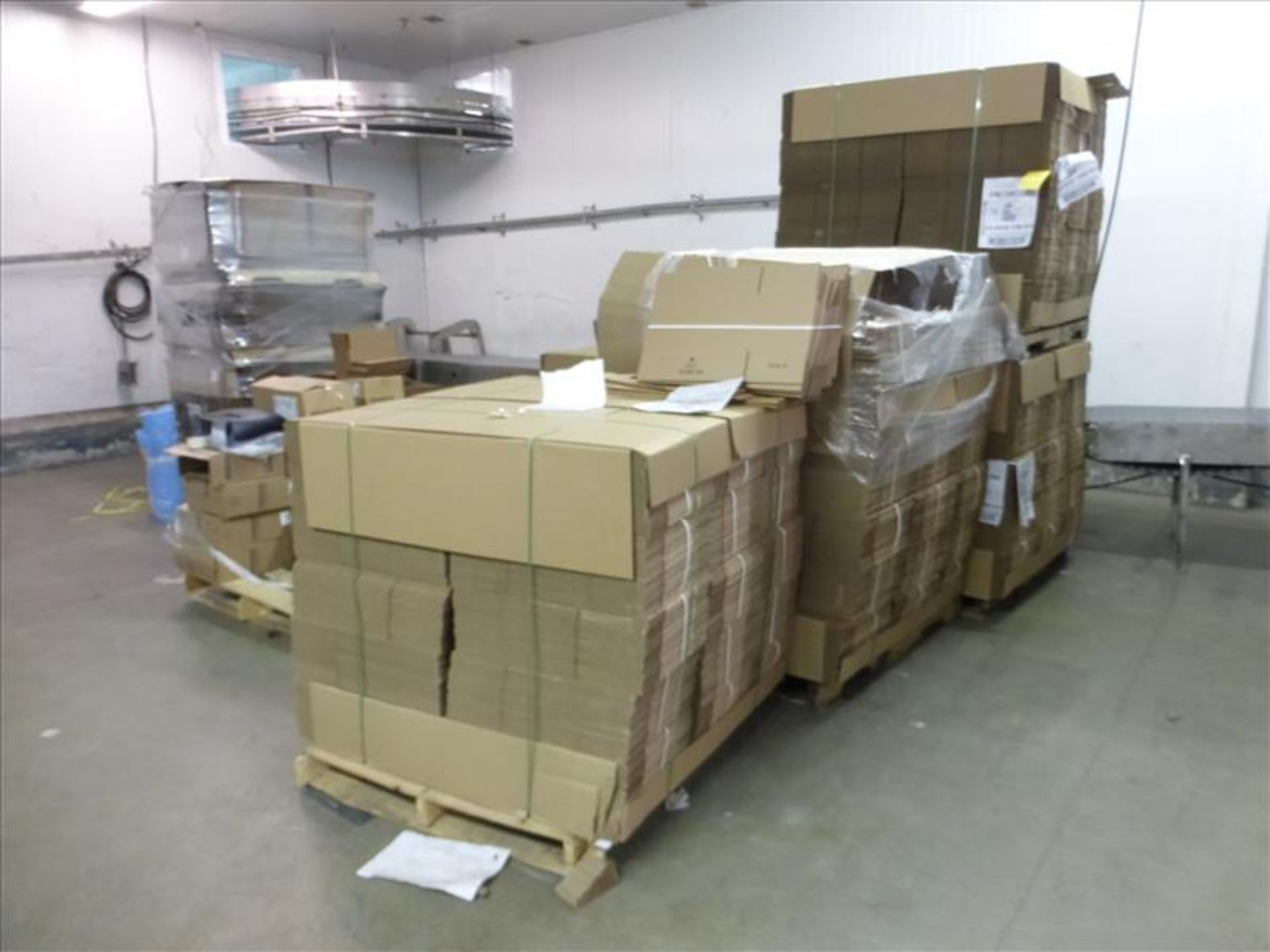 "Lot 226 - (5 pallets, 3200) 10132576- boxes, Cascades, ""Saus.Tube"" print, 7.5 x 16 x 7.5"
