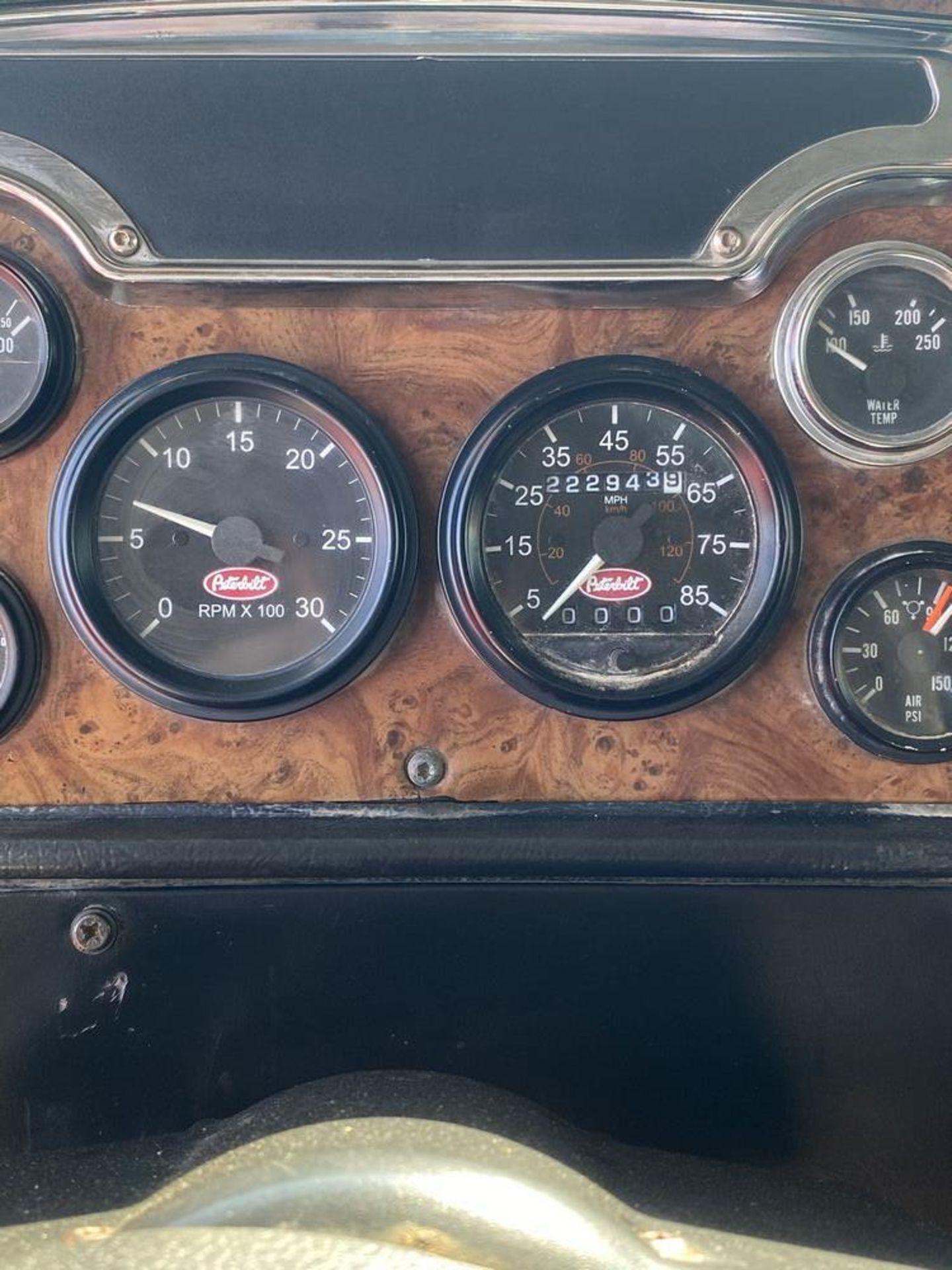 2001 Peterbilt 379 - Image 17 of 30