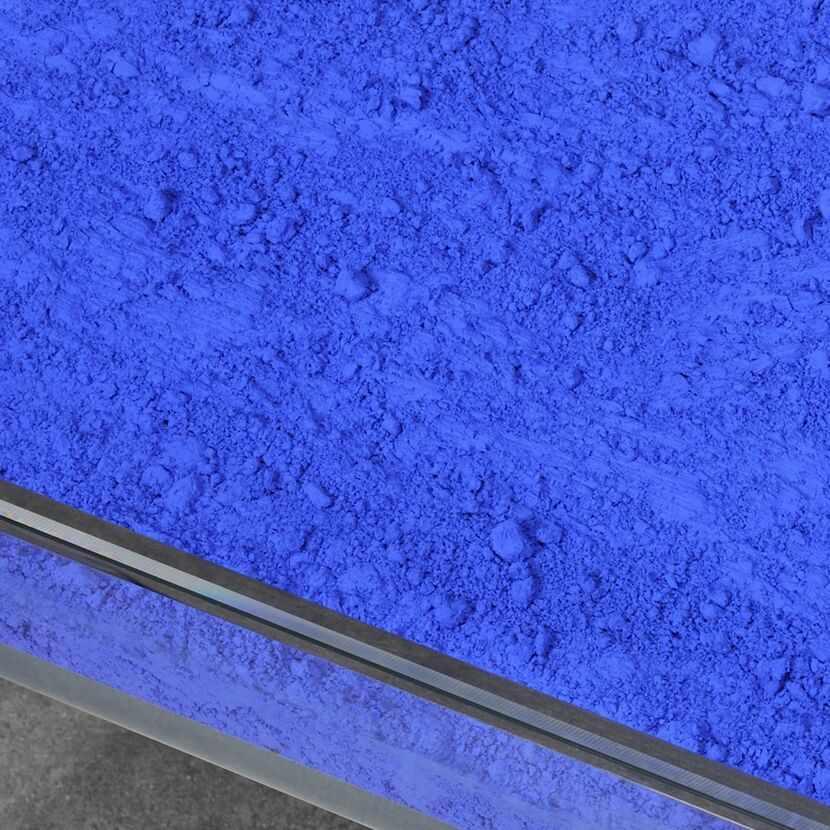 Yves Klein - Table Bleue, 1961Plateau en verre et plexiglas, pigment IKB et piètement en métal - Image 3 of 3