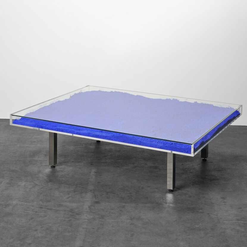Yves Klein - Table Bleue, 1961Plateau en verre et plexiglas, pigment IKB et piètement en métal