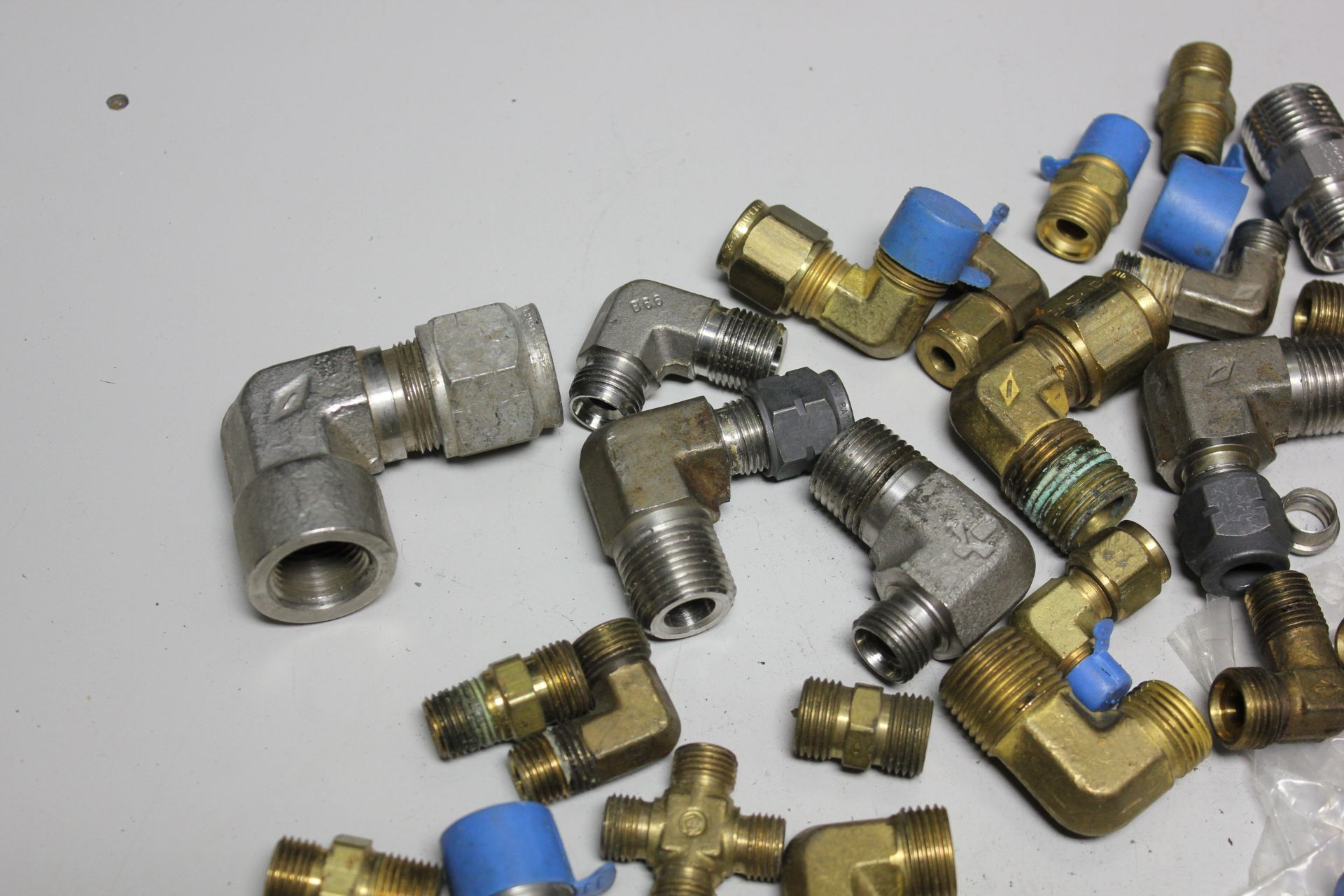 LOT OF COMPRESSION FITTINGS - Image 2 of 7