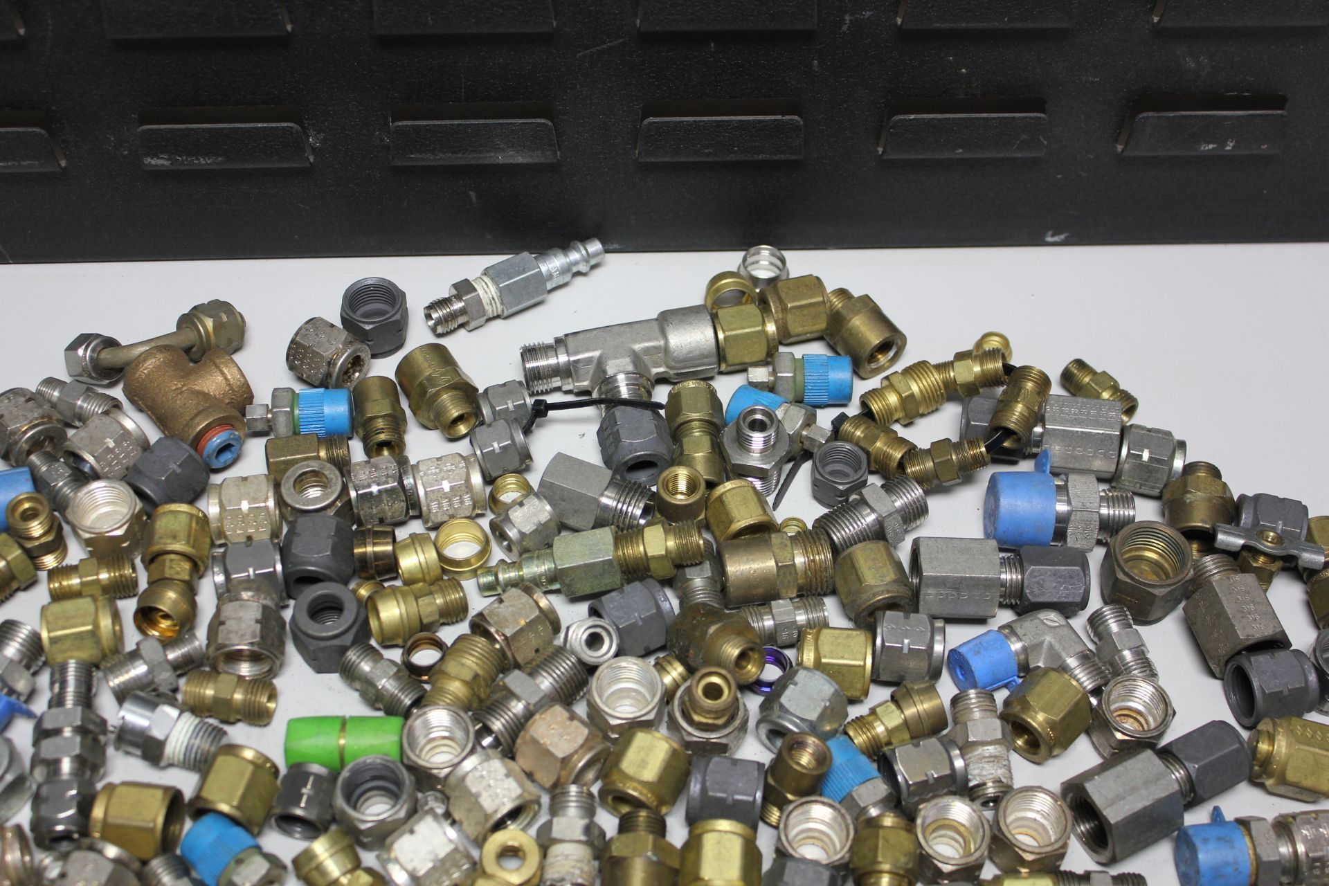 LOT OF COMPRESSION FITTINGS - SWAGELOK, CAJON, ETC - Image 3 of 8
