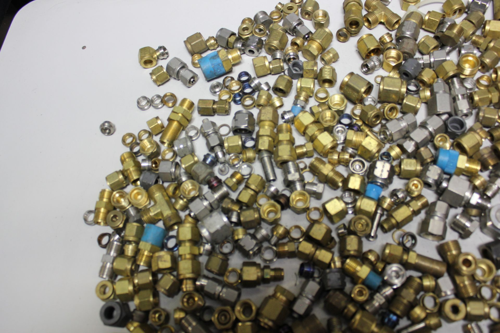 LOT OF COMPRESSION FITTINGS - SWAGELOK, CAJON, ETC - Image 5 of 8