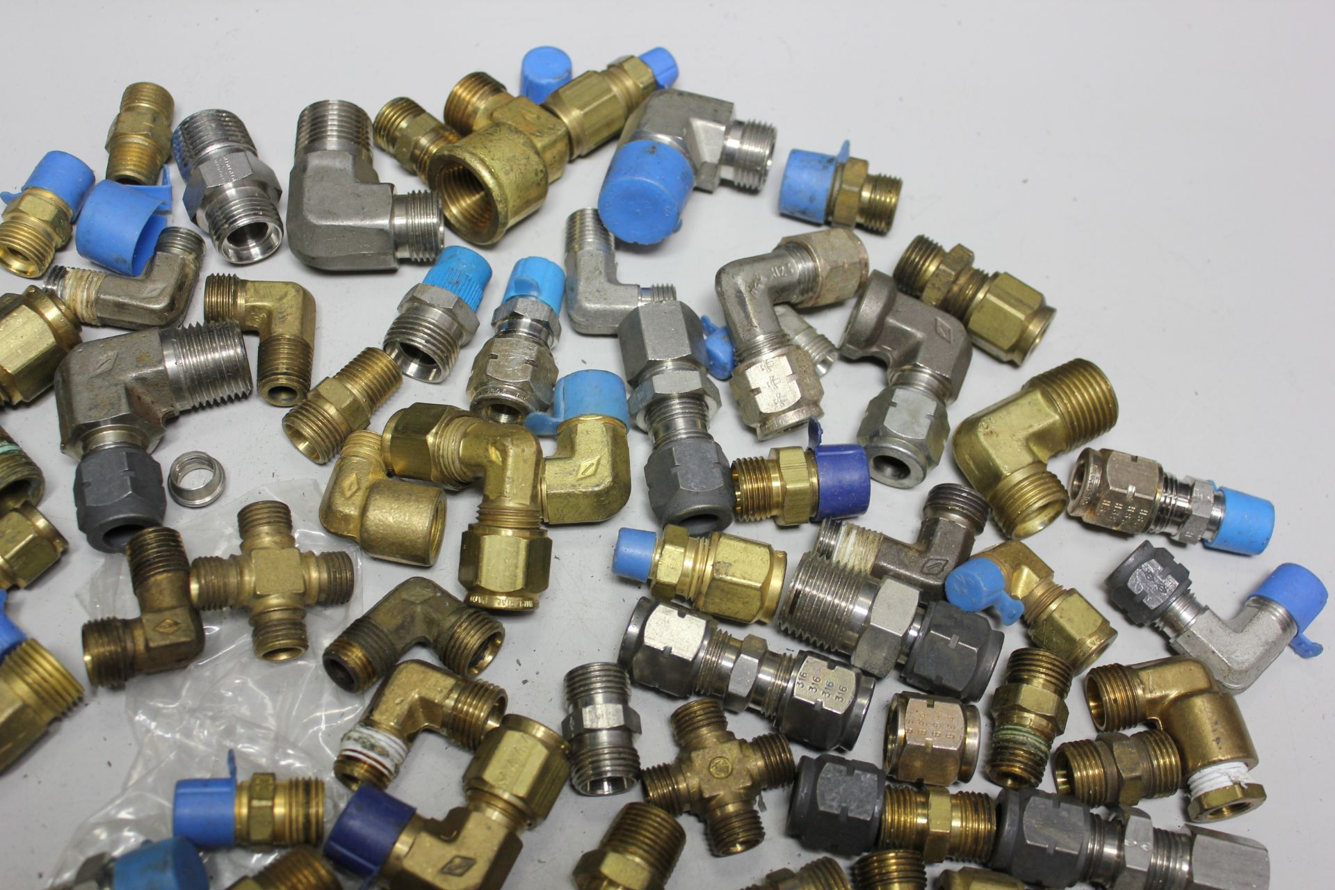 LOT OF COMPRESSION FITTINGS - Image 4 of 7