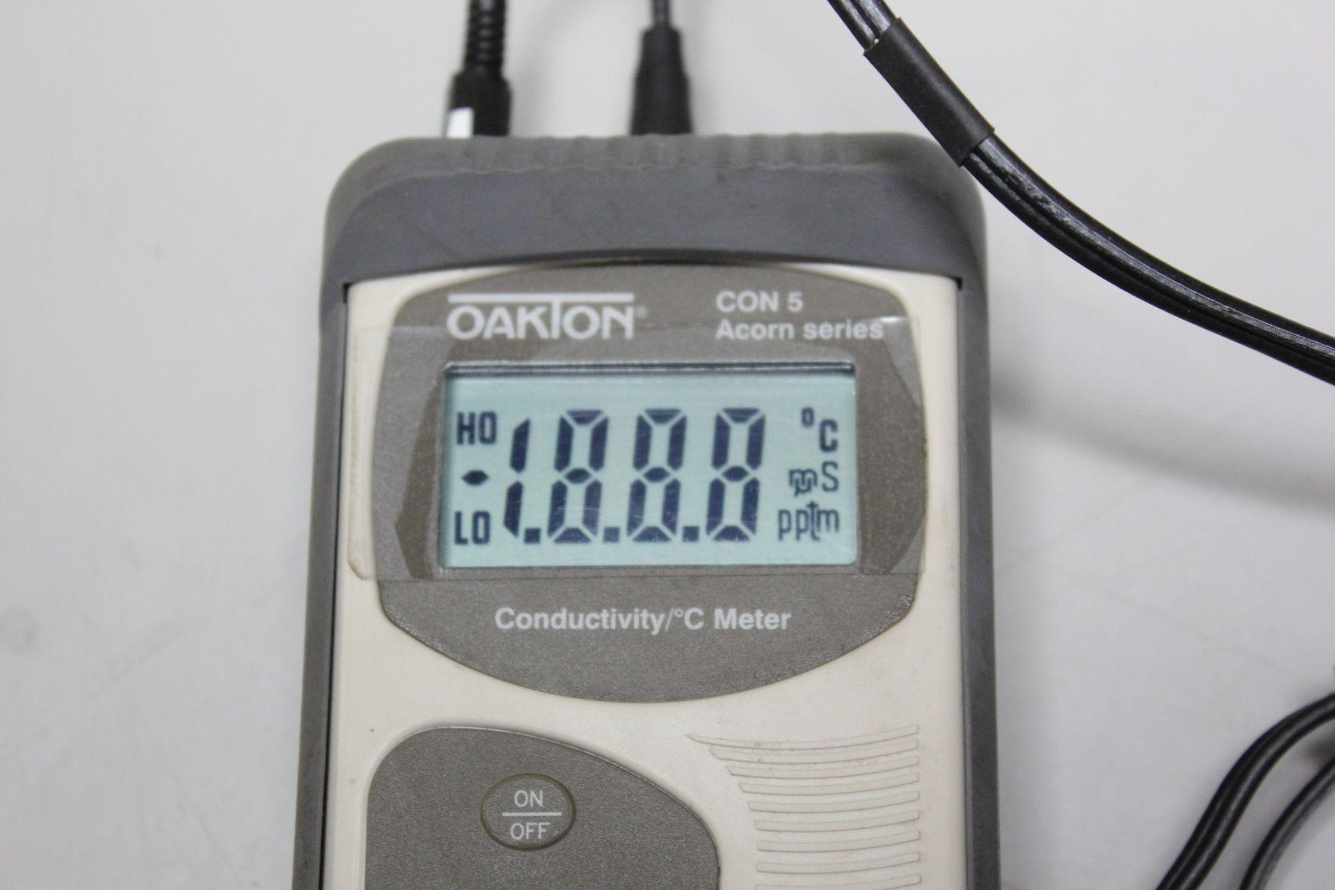 OAKTON CONDUCTIVITY/ °C METER - Image 6 of 8