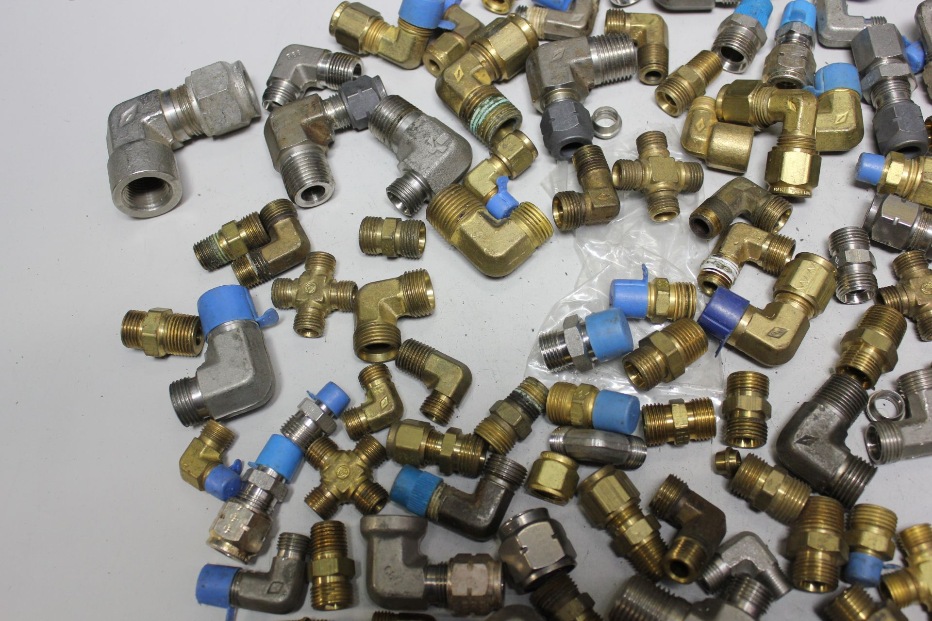 LOT OF COMPRESSION FITTINGS - Image 6 of 7