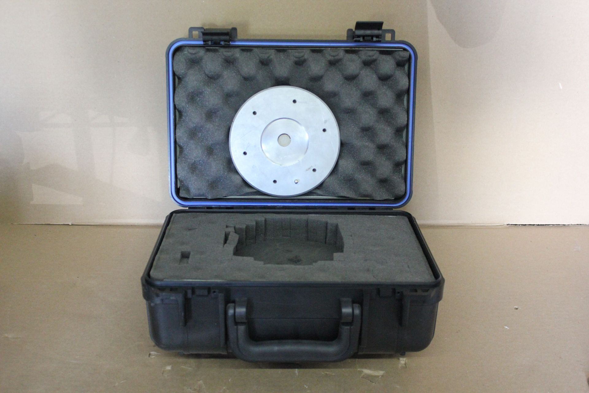 DEXTER MAGNETIC TECHNOLOGIES MAGNET AND HARD CASE - Image 2 of 3
