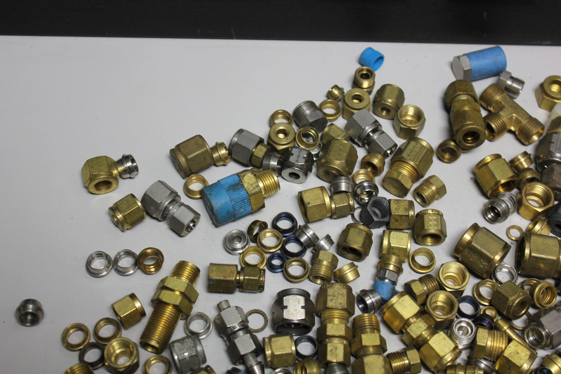 LOT OF COMPRESSION FITTINGS - SWAGELOK, CAJON, ETC - Image 2 of 8