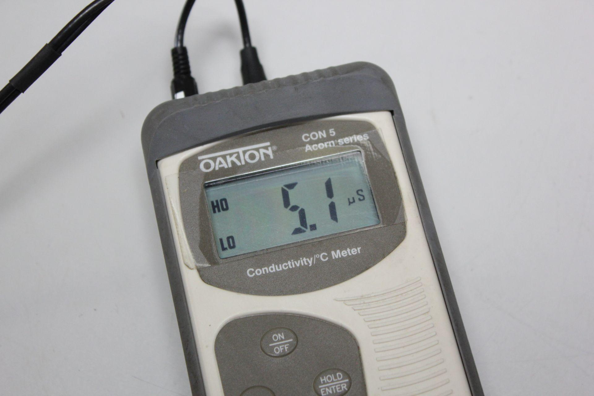 OAKTON CONDUCTIVITY/ °C METER - Image 8 of 8