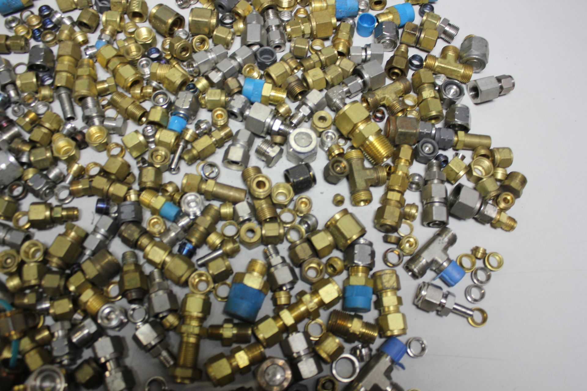 LOT OF COMPRESSION FITTINGS - SWAGELOK, CAJON, ETC - Image 7 of 8