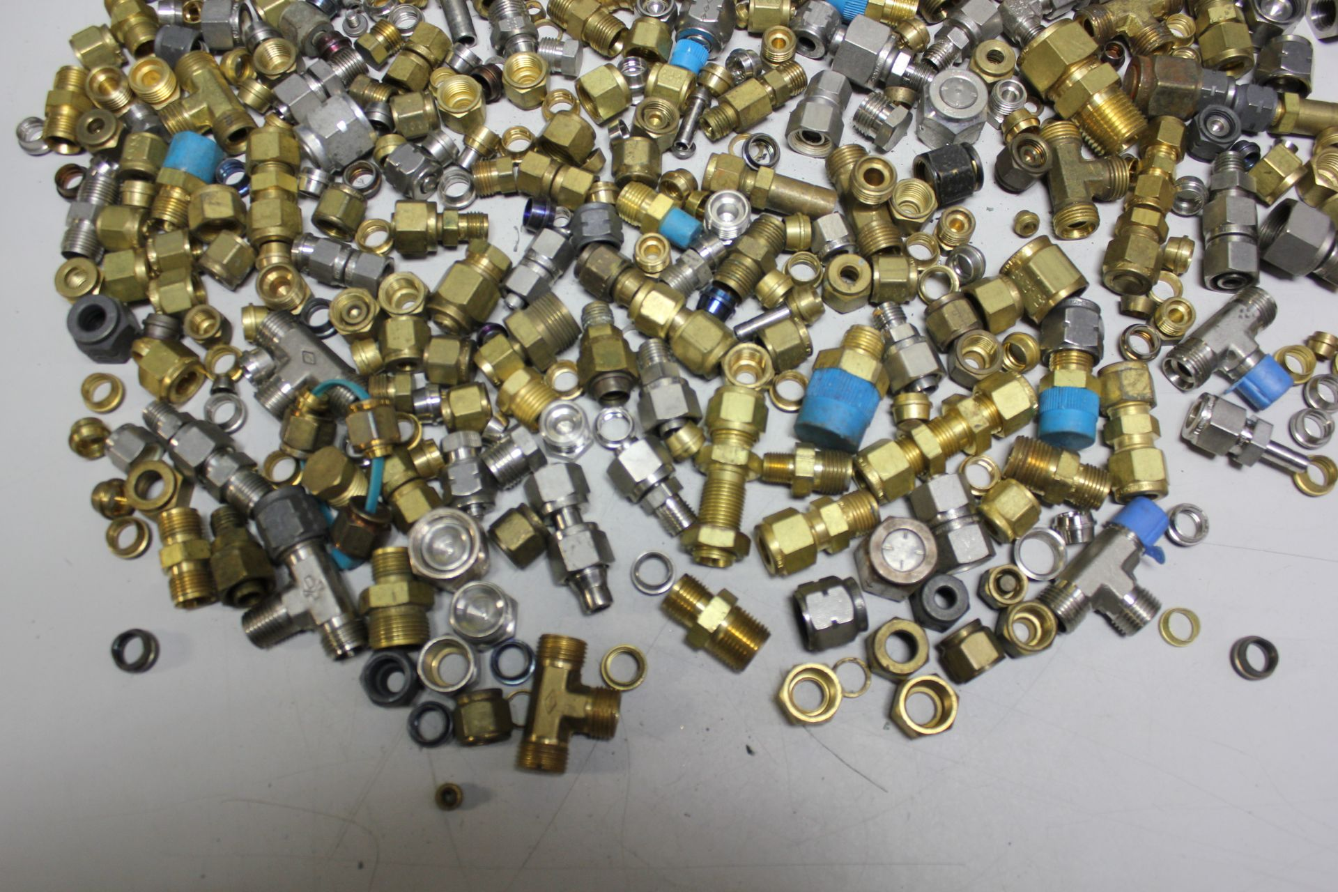 LOT OF COMPRESSION FITTINGS - SWAGELOK, CAJON, ETC - Image 8 of 8