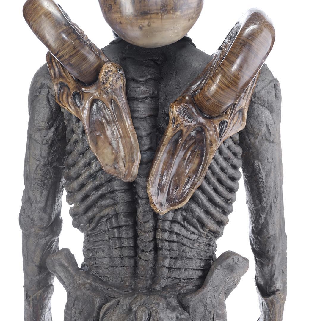 ALIEN3 (1992) - Xenomorph Warrior Complete Costume Display - Image 6 of 11