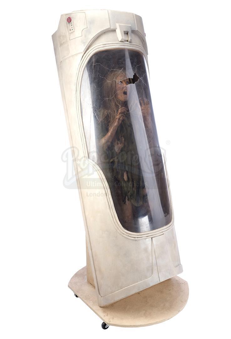 ALIEN3 (1992) - SFX Newt (Carrie Henn) Body in Custom Themed Display - Image 2 of 11