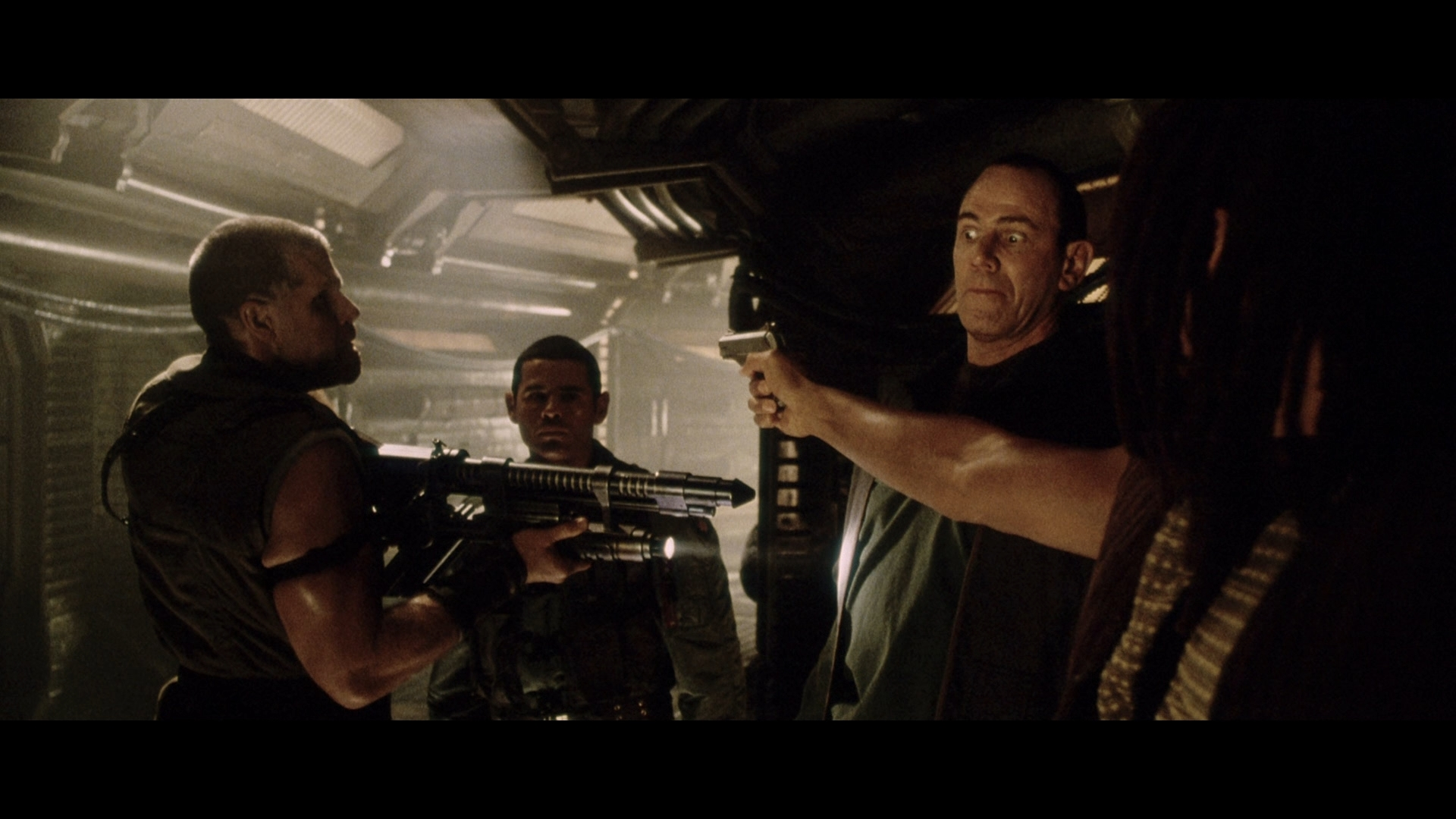 ALIEN RESURRECTION (1997) - Light-Up AR-2 Rifle - Image 15 of 19