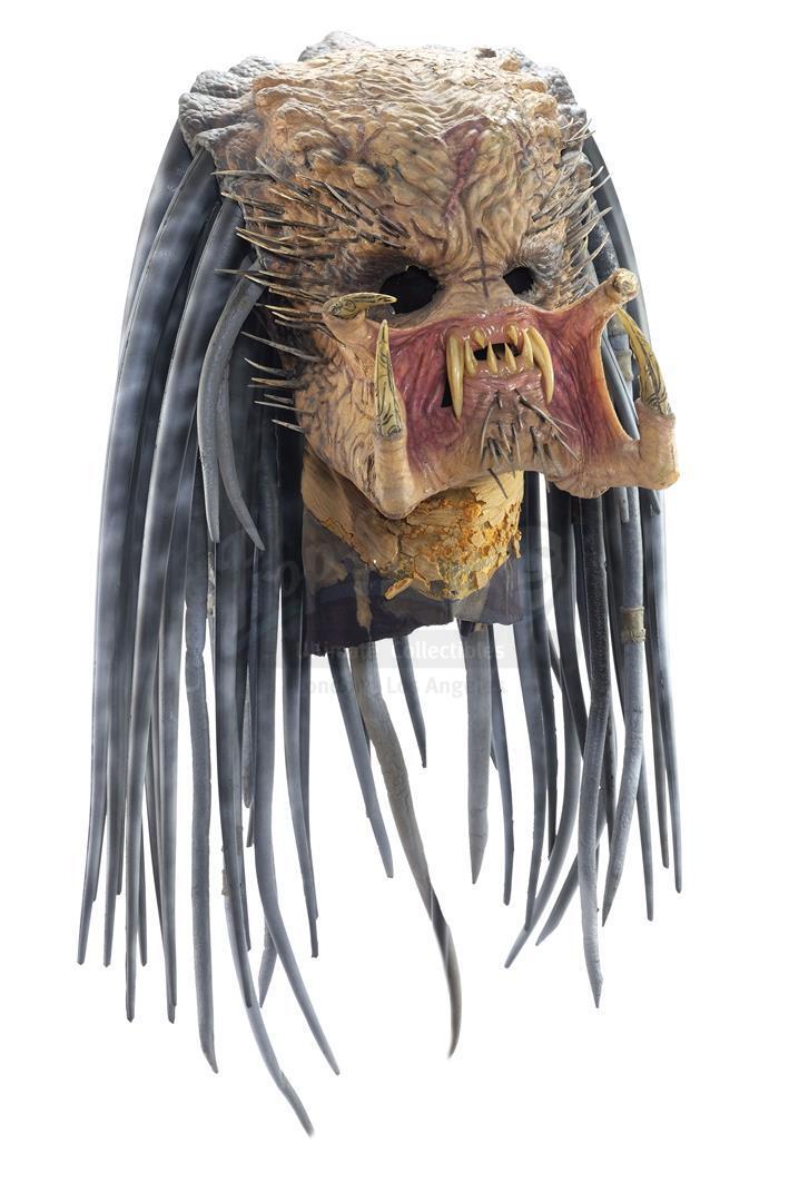 AVP: ALIEN VS. PREDATOR (2004) - Ancient Predator (Ian Whyte) Mask and Necklace - Image 3 of 7