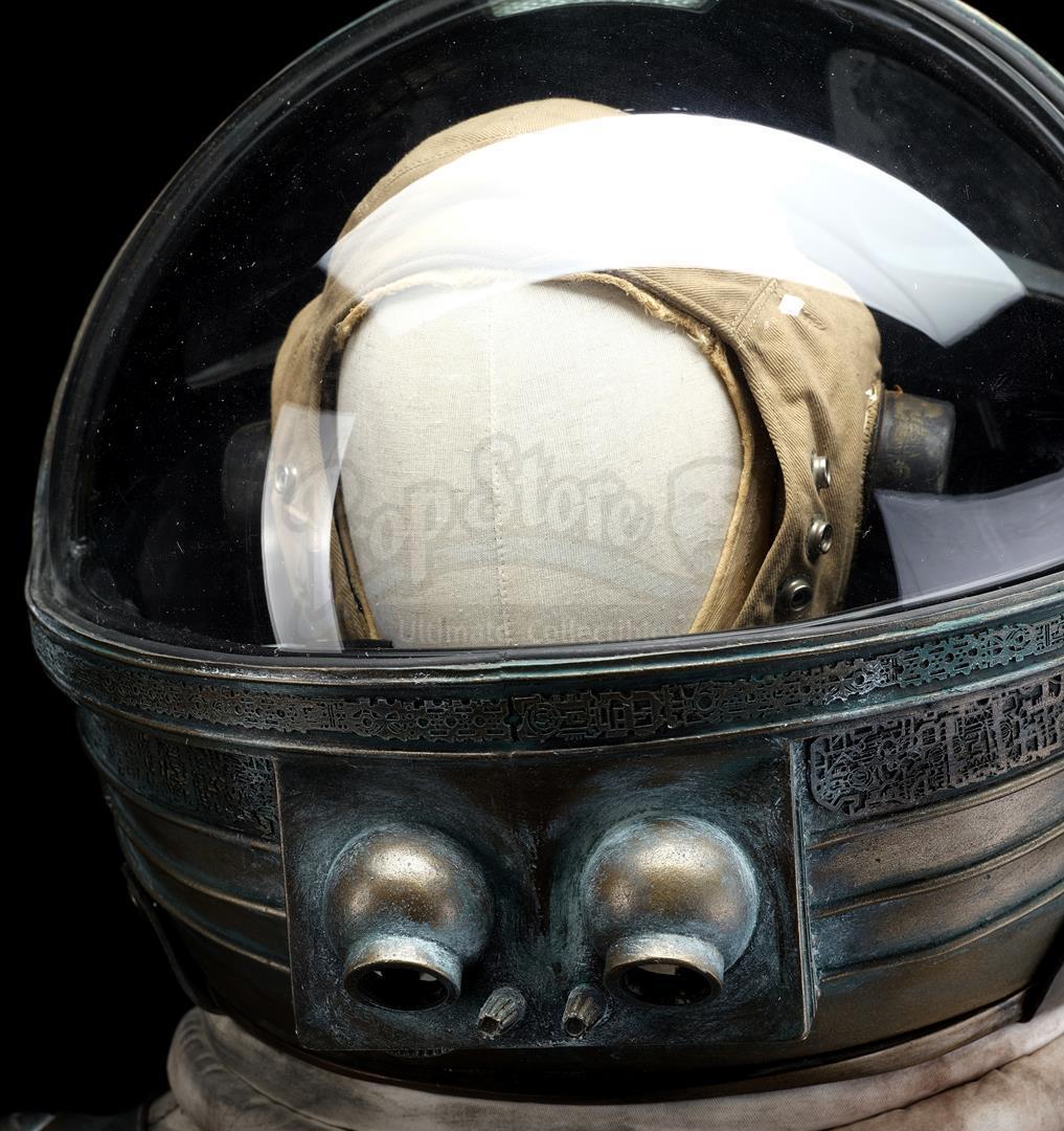 ALIEN (1979) - Light-up Replica Thomas Kane (John Hurt) Spacesuit Display - Image 11 of 15