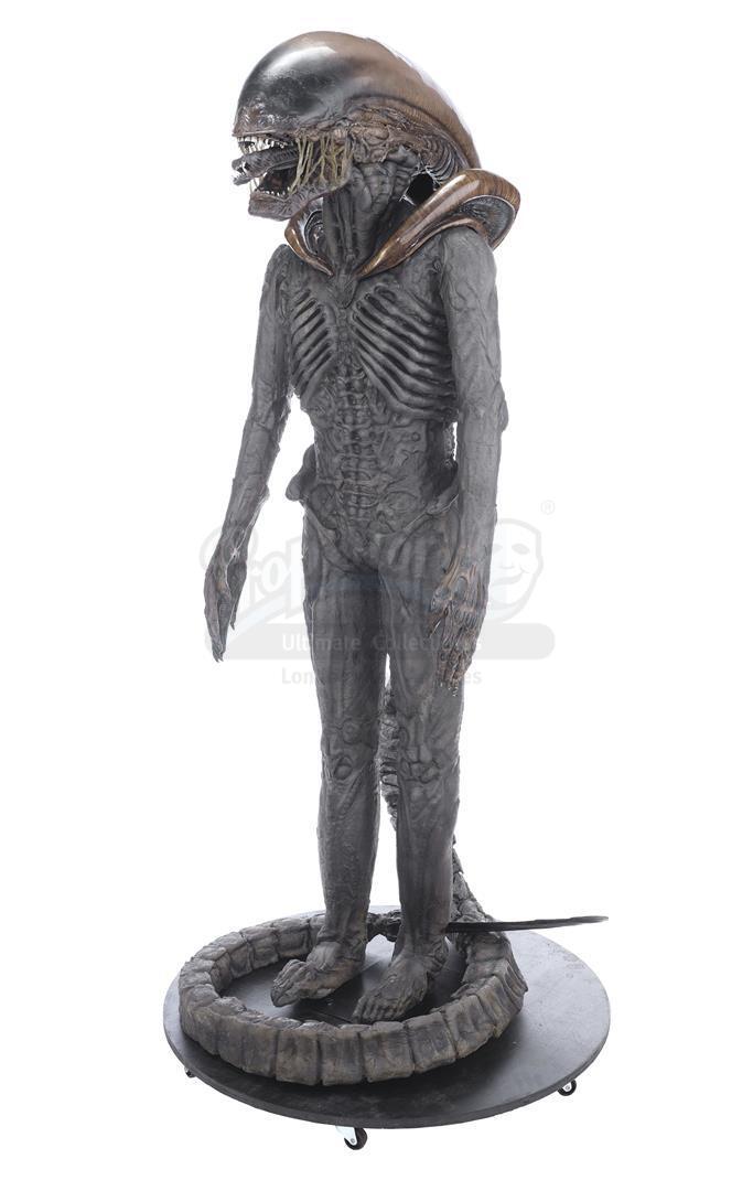 ALIEN3 (1992) - Xenomorph Warrior Complete Costume Display - Image 3 of 11