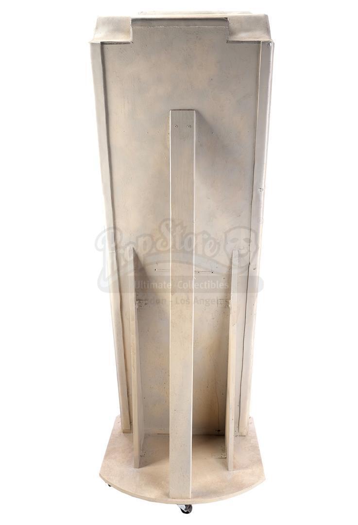 ALIEN3 (1992) - SFX Newt (Carrie Henn) Body in Custom Themed Display - Image 4 of 11