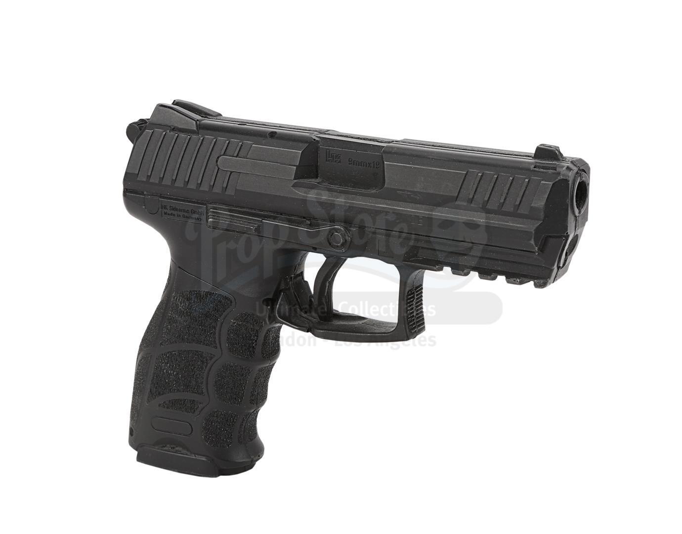 THE AVENGERS (2012) - Hawkeye's (Jeremy Renner) H&K P30 Stunt Pistol