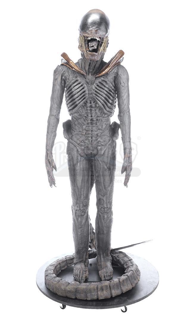 ALIEN3 (1992) - Xenomorph Warrior Complete Costume Display - Image 2 of 11
