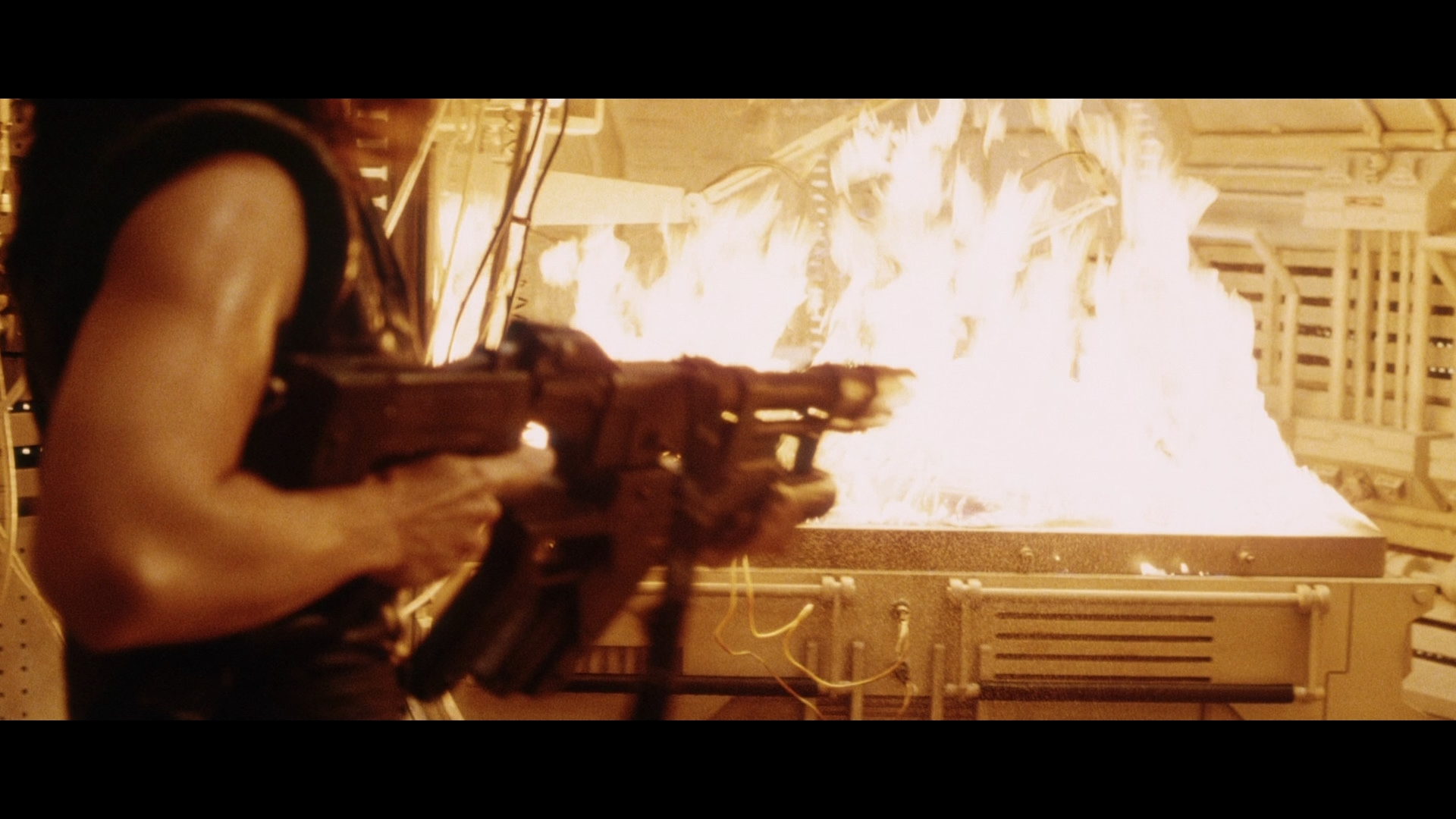 ALIEN RESURRECTION (1997) - Light-Up AR-2 Rifle - Image 16 of 19