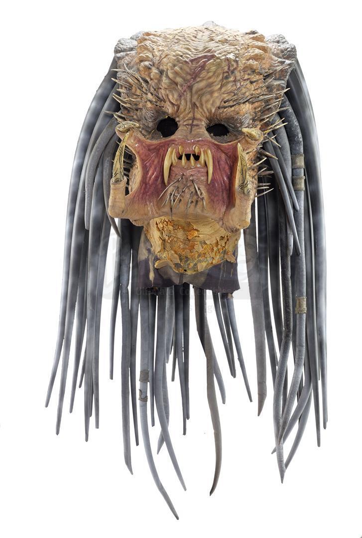 AVP: ALIEN VS. PREDATOR (2004) - Ancient Predator (Ian Whyte) Mask and Necklace - Image 4 of 7