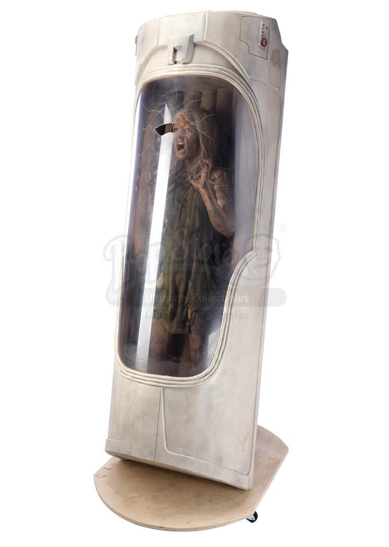 ALIEN3 (1992) - SFX Newt (Carrie Henn) Body in Custom Themed Display - Image 3 of 11