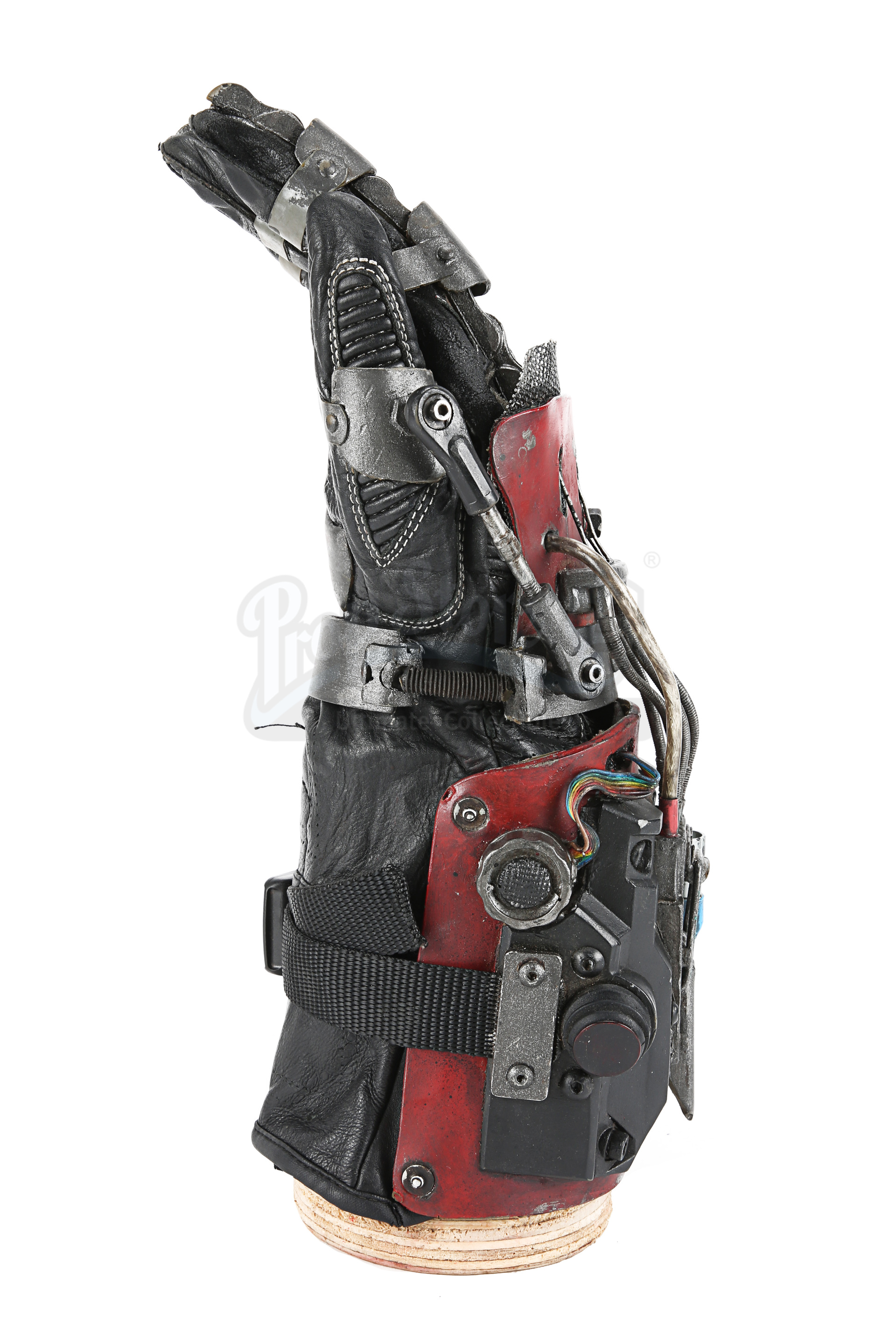 ASH VS EVIL DEAD (TV SERIES) - Ash's (Bruce Campbell) Mechanical Hand - Image 3 of 12
