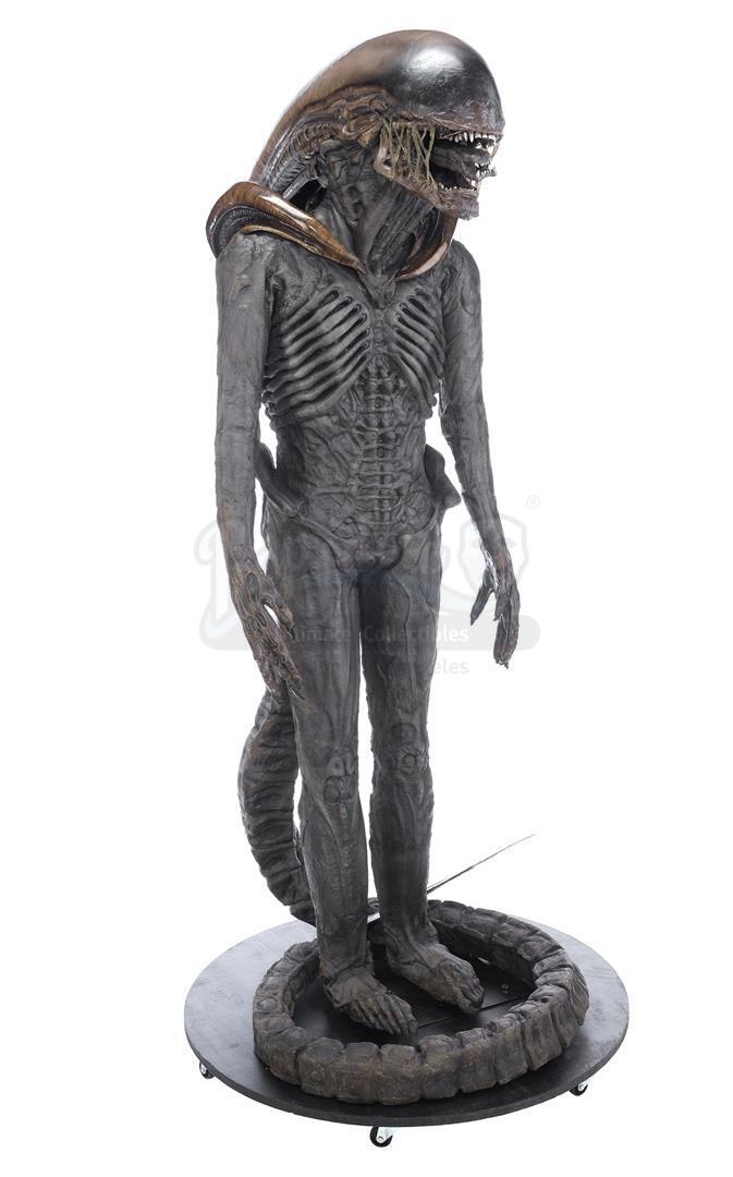 ALIEN3 (1992) - Xenomorph Warrior Complete Costume Display