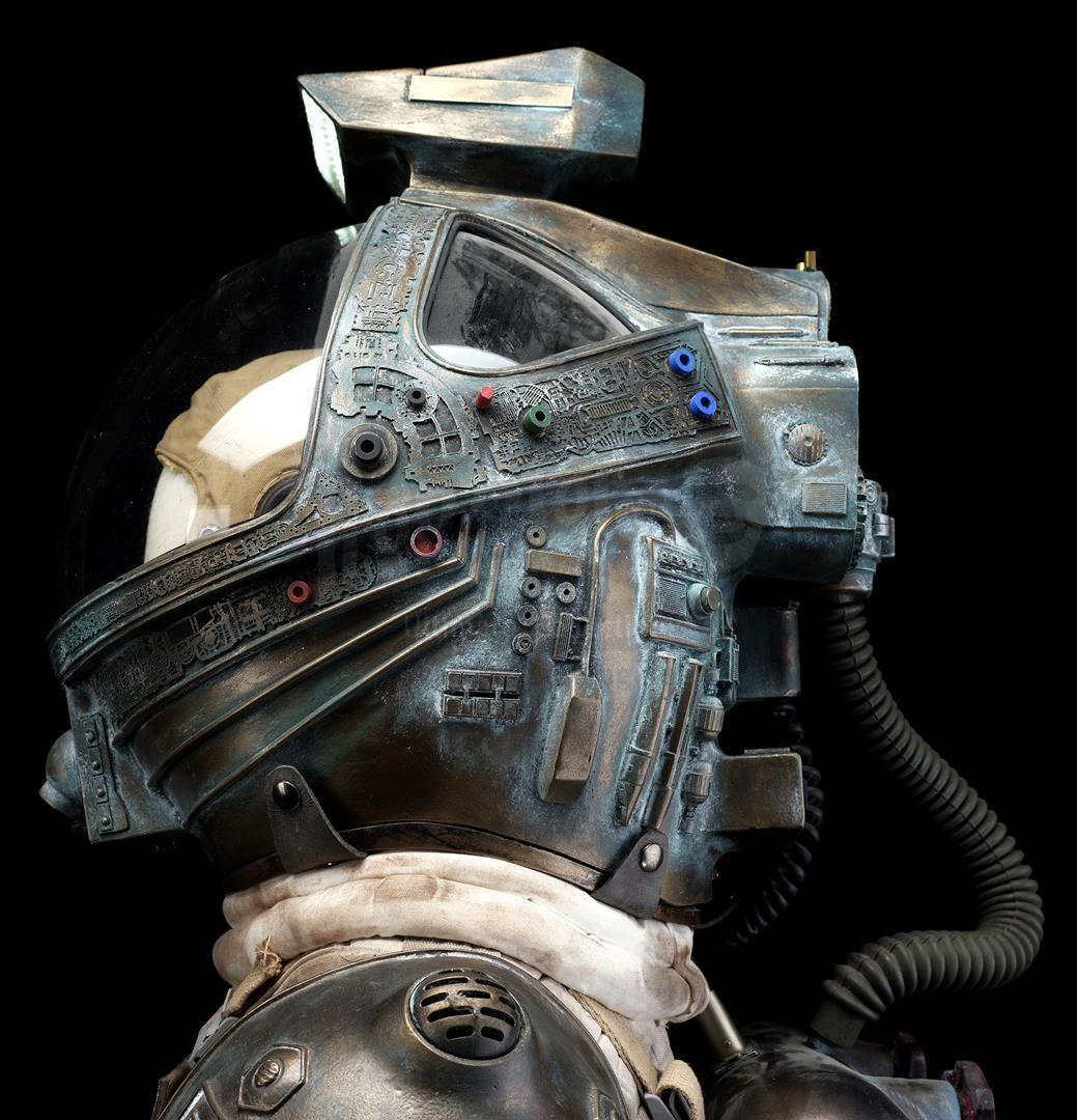 ALIEN (1979) - Light-up Replica Thomas Kane (John Hurt) Spacesuit Display - Image 9 of 15