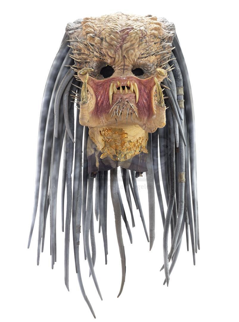 AVP: ALIEN VS. PREDATOR (2004) - Ancient Predator (Ian Whyte) Mask and Necklace - Image 2 of 7