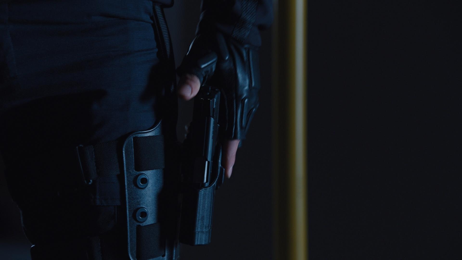 THE AVENGERS (2012) - Hawkeye's (Jeremy Renner) H&K P30 Stunt Pistol - Image 8 of 10